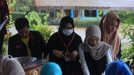 Mahasiswa KKN 133 UMM Ajak Warga Jatiarjo Olah Kopi Menjadi Camilan