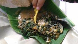 Lezatnya Pecel Semanggi, Makanan Khas Kota Surabaya