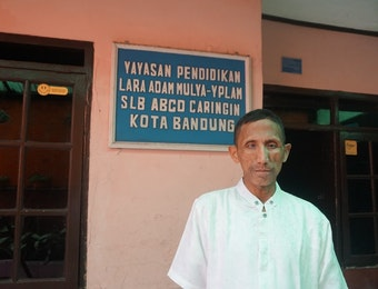Pak Tatang : Tunanetra yang Berhasil Bangun SLB