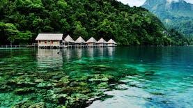 Mengunjungi Teluk Saleman, Air Jernih Tersembunyi di Maluku