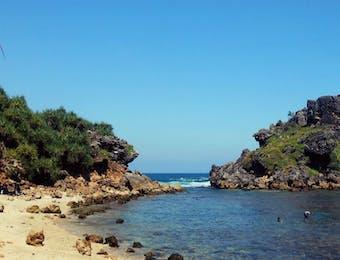 Sudah Pernahkah ke Pantai Nglambor?