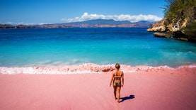 Pantai Serai dan Pesona Pasir Merah Muda