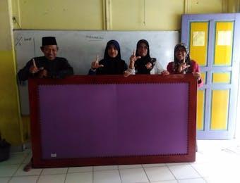 Rak Ceruk Ilmu dan Papan Display untuk Enam Sekolah Dampingan Ogan Ilir