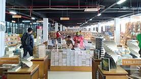 Mencari Ilmu dengan Murah dan Nyaman di Pasar Kenari