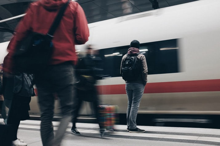 Woosh...woosh...Kereta Cepat Jakarta - Surabaya Beroperasi Tahun 2022
