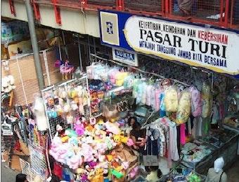 Pasar Turi: Menolak Mati Dilahap Api