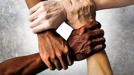 Bagaimana Psikologi Menjelaskan Rasisme dan Diskriminasi