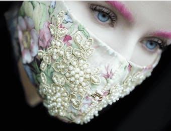 Masker Eksentrik Karya Desainer Indonesia Laris di AS