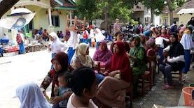 Duduk Lesehan, Bukti Antusias Orang Tua Mengikuti Pelatihan Parenting SLI di MI Tarbiyah Islamiyah Indramayu