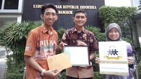 Perhimpunan Mahasiswa Indonesia di Thailand Persembahkan 100 Sepatu Untuk Pelajar di Pedalaman