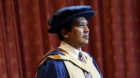 Professor Indonesia Asal Blitar Raih Honoris Causa dari Kampus Coventry di Inggris