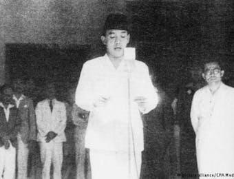 Kisah Heroik Mendur Bersaudara di Balik Foto Proklamasi 1945