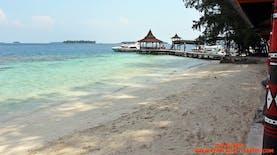 Wisata Ke Pulau Sepa Memiliki Pantai Yang Landai