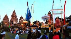 Mengintip Isi Pura Tertua di Nusantara