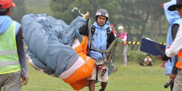 Putra Cisarua Raih Gelar Juara Dunia Paralayang