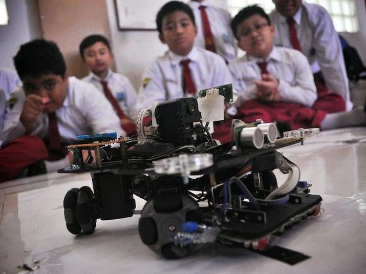 SD Muhammadiyah Surabaya Juarai Olimpiade Robotika