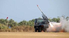 Roket Pertahanan R-Han 122B produksi Konsorsium Roket Nasional diuji coba