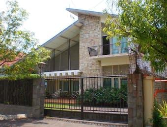 Surabaya dan Kisah Klasik Rumah Jengki