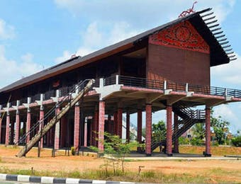 Rumah Panjang: Miniatur Kerukunan di Perbatasan Indonesia-Malaysia