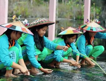 Jaga dan Lestarikan Kearifan Lokal Kain Doyo