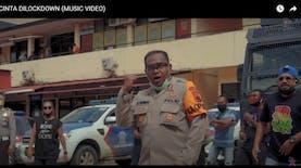 "Kapolres Jayapura Nge-Rap ""Sa Pu Cinta di-Lockdown"" Sosialisasi #DiRumahaJa"