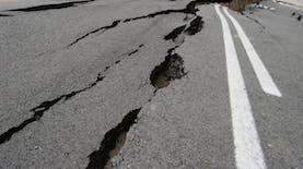 Gejala Gempa dan Melembak Cacing dari Dalam Tanah