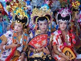 Gambar sampul Kamomose, Tradisi Warga Buton Mencari Jodoh dan Sambung Silaturahmi
