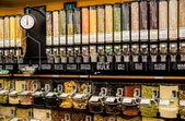 Bulk Store: Konsep Toko Baru atau Sama dengan Pasar Tradisional?