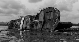 Gambar sampul Melacak Kapal Van der Wijck yang Tenggelam di Perairan Lamongan