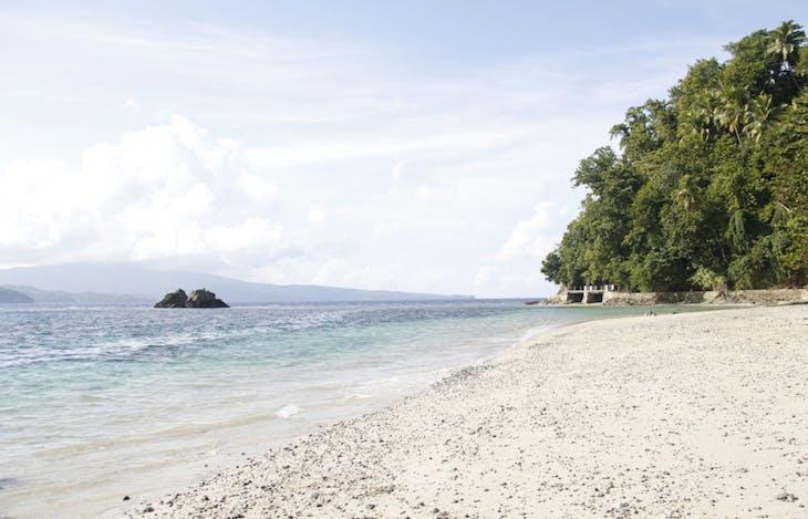 Gambar sampul Menjelajah Surga Wisata Alam di Kepulauan Sangihe