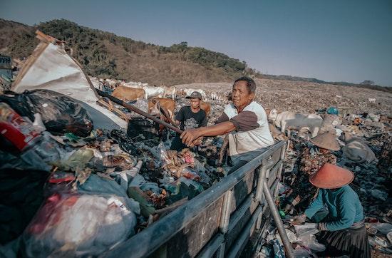Di Tengah Pandemi, Jangan Lupakan Petugas Sampah, Sang Penjaga Gawang
