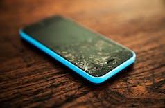 Daftar Ponsel Android dan iPhone Paling Gampang Rusak