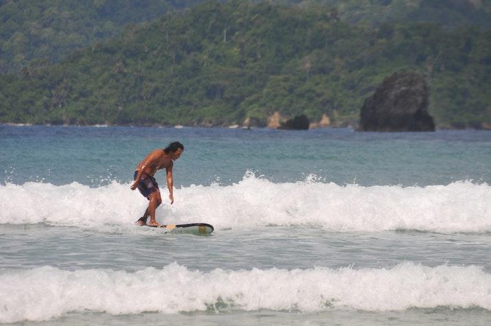 Pulau Merah Surga Pecinta Surfing