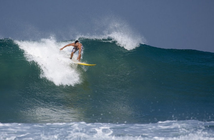 Ini Dia Daftar Pantai dengan Ombak Kelas Dunia di Indonesia