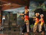 Gambar sampul Mengungkap Pesona Tari Batik Pace, Atraksi Gerakan yang Mampu Membius Penontonnya