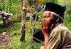 Lelaki Ini Abdikan Seumur Hidupnya Demi Salah Satu Gunung Tertinggi di Sulawesi Selatan!