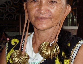Dari Telinga Panjang Hingga Kerik Gigi, Inilah Ragam Kecantikan dari Berbagai Suku di Indonesia