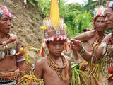 Gambar sampul Suku-Suku Asli Indonesia ini Mampu Bertahan Tanpa Mengikuti Modernitas!