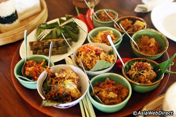 Perdana! Yuk Cicipi Berbagai Kuliner Nusantara di Indonesia Food and Art Festival