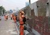 Mengecat Ulang Kanvas Raksasa, Aksi Pasukan Oranye Pasca-Demonstrasi