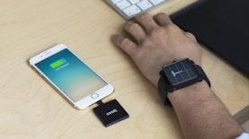 Keren, Mahasiswa Unair Ciptakan Charger Smartphone dari Suhu Tubuh
