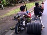 "Gambar sampul Foto-foto : Para ""Mad Max"" Khas Indonesia"