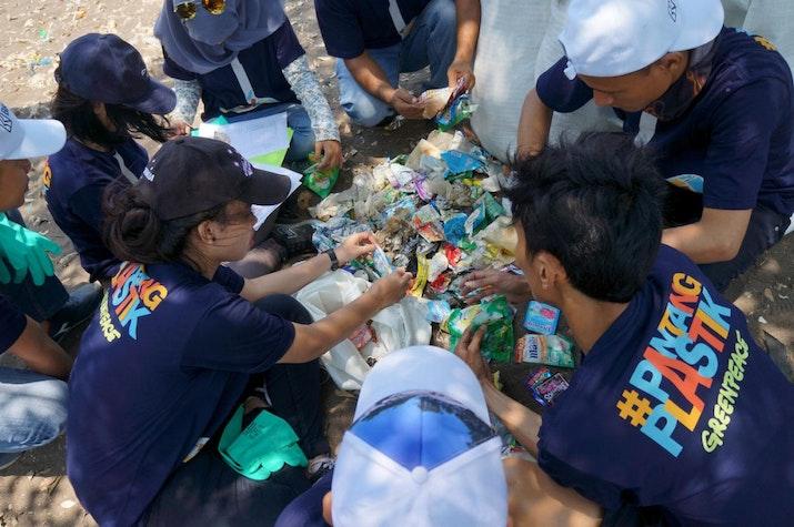 Indonesia Jadi Partisipan Terbanyak Aksi World Clean Up Day. Kok Bisa?
