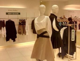Desainer Indonesia ini Merajai Retail Fashion Internasional