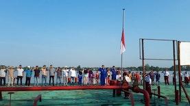 Suasana Khidmat Upacara 17an Di Atas Kapal