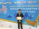Gambar sampul Revaldi Kurnia, Juara Dunia Olimpiade Matematika dari Sumedang