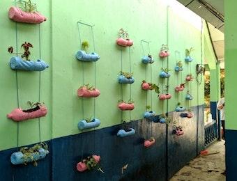 Sosialisasi Vertical Garden: Alternatif Properti Hijau sebagai Sumber Oksigen