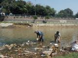 Gambar sampul Upaya Aktivis Lingkungan Membersihkan Sampah Sungai di Bogor