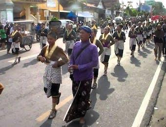 Menyatukan Bangsa dengan Menggelar Karnaval Budaya Selendang Sutera